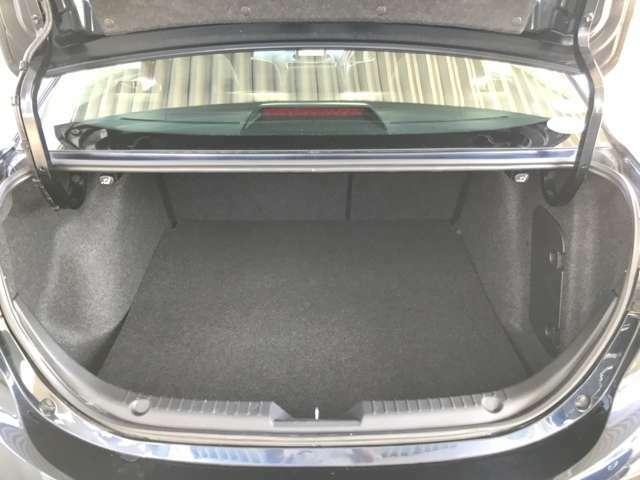 ☆トランクを開けるとこんな感じで、ラケッジスペースも十分あります。