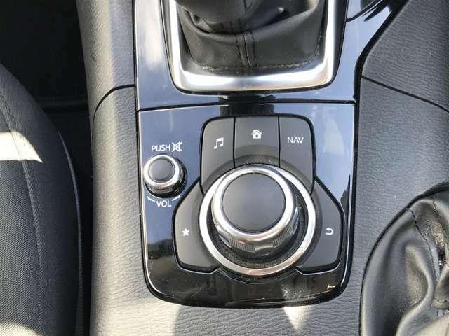 ☆マツダコネクトのコマンダーは、ドライバーがドライビングポジションを取ったとき、腕を自然に下ろした位置に設置されており、手元を見なくても画面操作することができます。☆