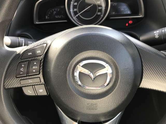 ☆ステアリングには、オーディオをコントロールできるスイッチが付いております。運転中でもステアリングから手を離すことなくオーディオ操作が可能なため安全です。☆