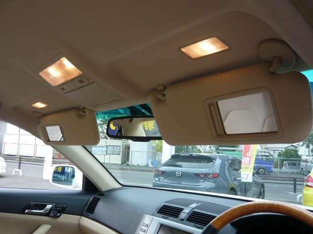 ライト付きバニティミラーなど便利装備も充実していますよ☆当社は全国どこでもお届け致しますのでお気軽にスタッフまでお問合せくださいませ(^^)/