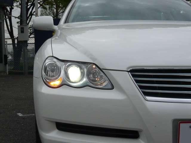ディスチャージヘッドライト付きで明るいですよ♪♪夜間走行も安心ですね(^^)v