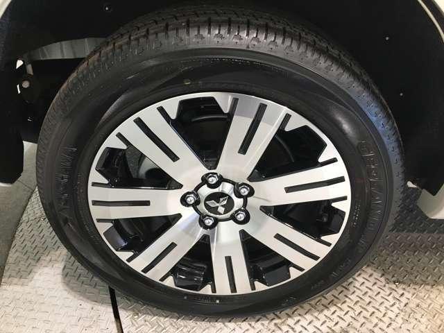 【純正18インチアルミホイール225/55/18】専用のアルミなので、お車のイメージにぴったり!社外のアルミやスタッドレスタイヤも取り扱いございます!!ドレスアップもカスタマイズもお任せください!!