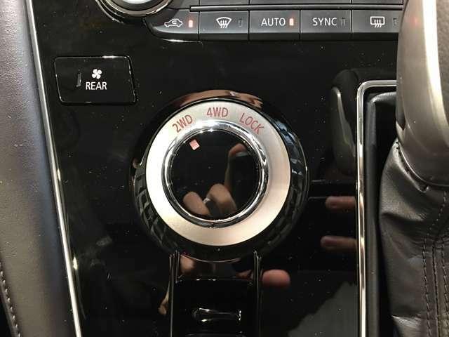 【4WD MODE/スイッチ】必要に応じてそれぞれのモードに切り替えていきます!悪路や高速道路などパワーが必要なところは4WDで!!街乗りなどは2WDで!!用途によって切り替えられて便利です♪
