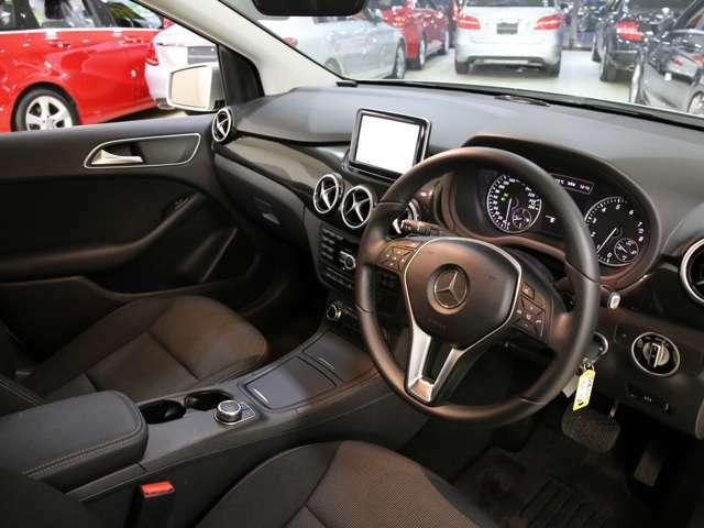 乗り心地と運転しやすさを重視したコックピットは、座った瞬間からドライバーの運転意欲をかき立てます!