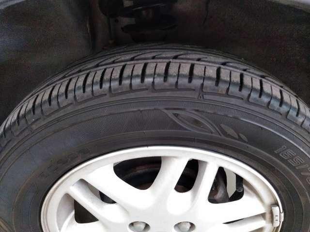 純正アルミホイール付いています!タイヤの溝もシッカリと御座いますのでご安心下さい