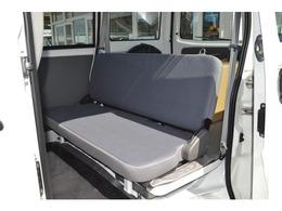 4人乗りも対応のシートあります。