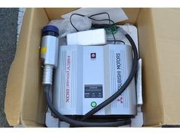 大容量の駆動用バッテリーに蓄えられた電力を最大1500Wまで取り出すことができるミーブワーボックス付き、レジャーはもちろん停電などの非常時の電源としても便利です。