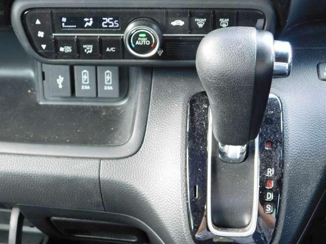 携帯やスマホの充電に便利な急速充電USBジャックもございます♪中古車は現品限り一点ものです!まずは実車をご覧ください!