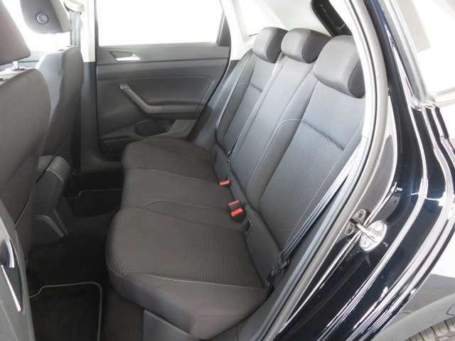 後部座席も程よい硬さと、立ち気味の背もたれで、正しい姿勢で乗車。疲れにくいシートです。