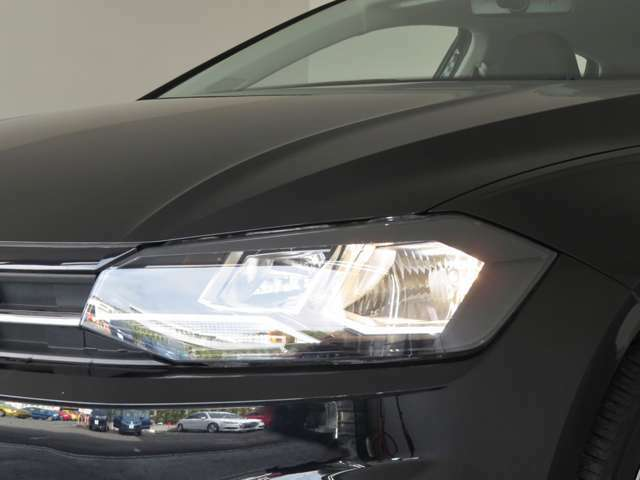 ヘッドライトはハロゲンヘッドライトです。明るさ充分で優しい光で夜道を照らします。