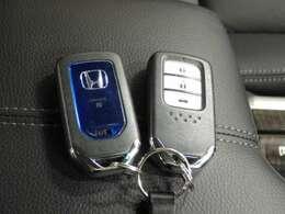 【スマートキー】持っているだけでエンジン始動や、ドアロックの開閉まで出来ちゃう賢く便利なスマートキーを装備!イモビライザーでセキュリティー対策もOK!
