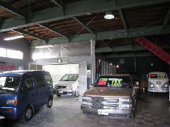 ◆モダンな雰囲気の自社工場。板金・塗装お任せください!
