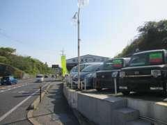 浜田ICより国道9号線を益田方面へ!色とりどりの在庫車が目印です!