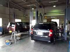 中国運輸局認証工場完備。車検・点検・整備などアフターサービスもお任せください。