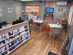 当店の商談・待合ルームです!清潔感ただよう、さわやかな空間を心がけています☆(>。<)☆