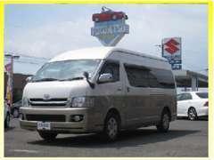当社ではレンタカーも行っております☆軽自動車から乗用車までお任せください!写真は10人乗りハイエースです!!