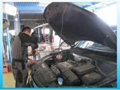 当社には経験豊かなスタッフが常駐しており車の調子はすべてお任せください。