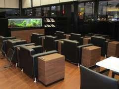 サービス待合スペースもリラックスソファーでゆったりとしてお待ちして頂けます。