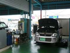 自社工場完備で車検や納車整備、アフターサービスも充実してます
