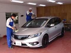 お客様の大切なお車は納車前に気持ちを込めて外装の磨き仕上げ、内装のクリーニングを行います!