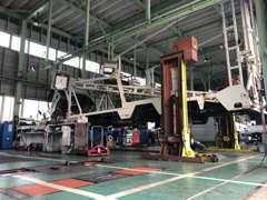 ☆広々としたサービス工場内にて1台1台丁寧に心を込めて整備・点検作業しております♪プロによる仕上がりを実感下さい!