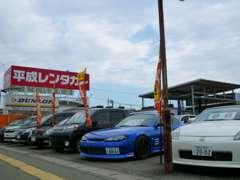 広々展示場に色々な中古車を取り揃えています。ぜひお店にもお立ち寄りください!!