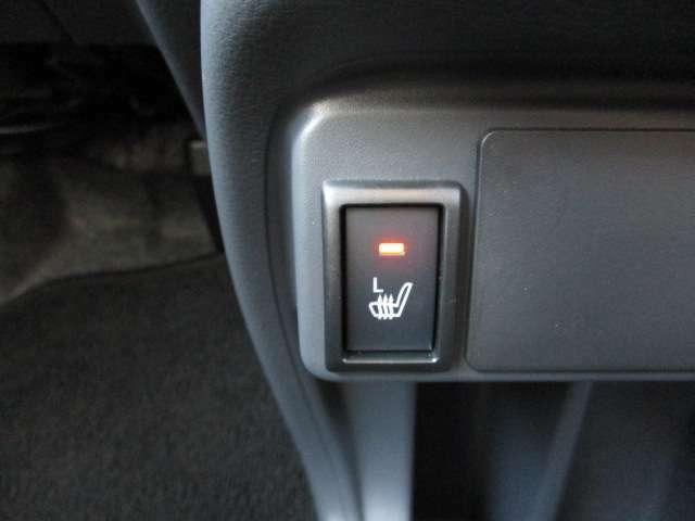 座席が暖かくなるシートヒーター!寒い時期はこれがあると助かりますね♪