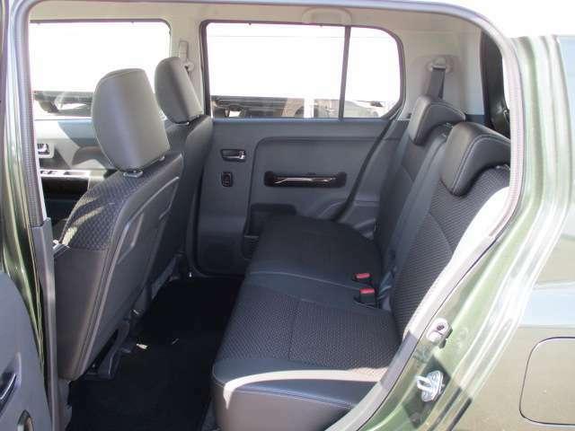 後部座席もゆったりと大人の方も乗車できますよ!
