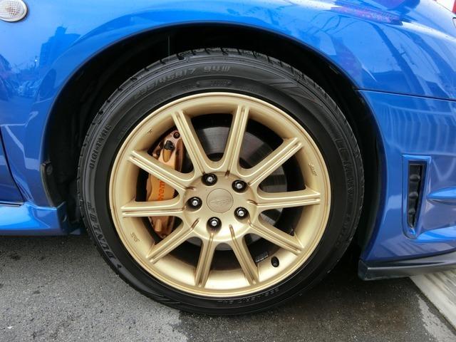 純正17インチAWですタイヤは4分山くらいです。