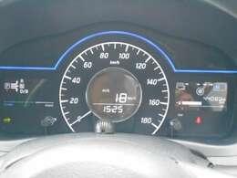 e-POWER専用メーターはモーター出力、エネルギーフロー表示、各種燃費表示機能、バッテリー残量、オド・ツイントリップメーター、デジタル時計、航続可能距離、サービスインターバルなどが表示されます。