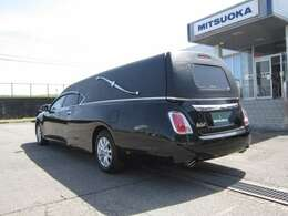 重厚感あるブラックの外装は葬儀の雰囲気を引き立てる事でしょう