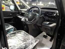 とても近未来的な内装のステップワゴンです!