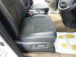 ■ 装備1 ■ ブラックハーフレザーシート 運転席電動パワーシート