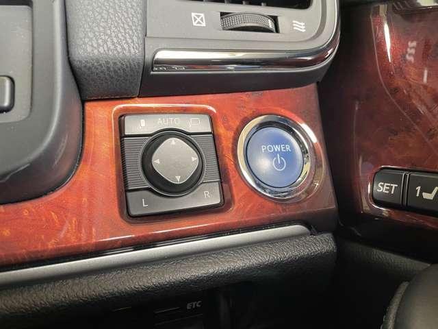 【オート電動格納ミラー】ボタンひとつで簡単にミラー操作ができます♪