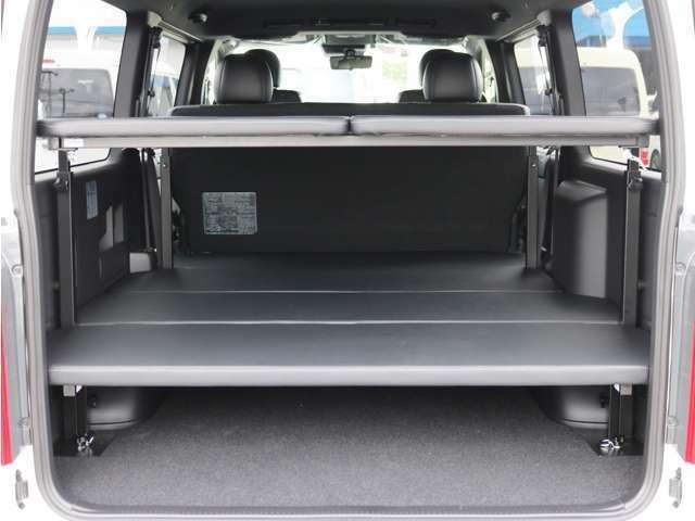 大容量のお荷物の収納が可能な2段ベッドキットを装備!