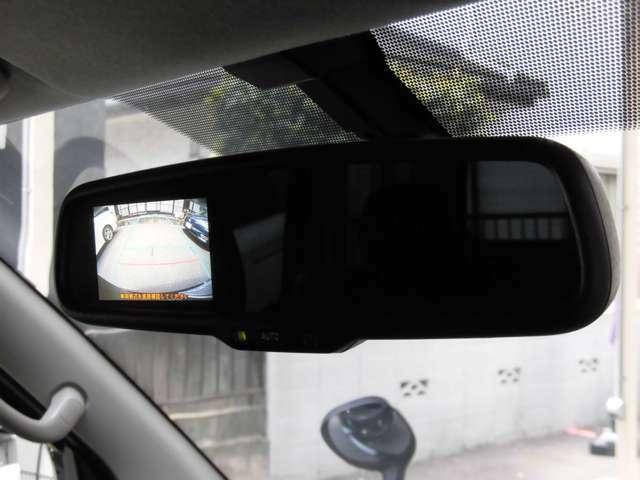 ミラー型バックカメラ装備で駐車も安心です!