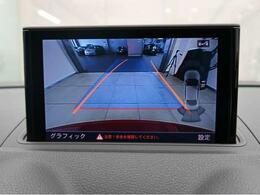 リアビューカメラ『入車経路を算出し、ガイドラインと補助線をディスプレイに表示します。同時にバンパーに内蔵のセンサーが障害物を感知し音で注意を促します。後方の死角も安心していただけます。』