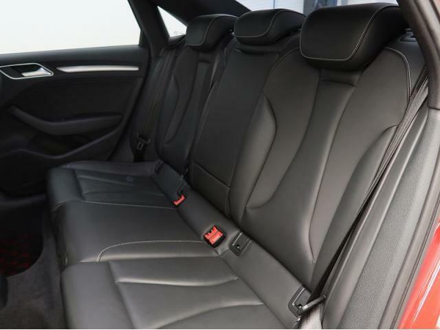 『Audiならではの洗練されたインテリア!シートの使用感も少なく綺麗な状態です!』