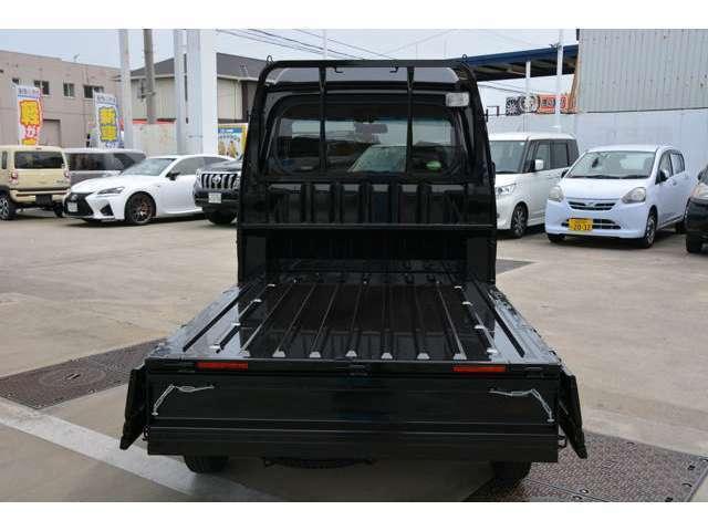 三方開の軽トラトップクラスの荷台の広さでとことん積める♪ボディ外板穴あきサビ保証5年、ボディ外板表面サビ保証3年^^軽トラ最長レベルのサビ保証期間です!