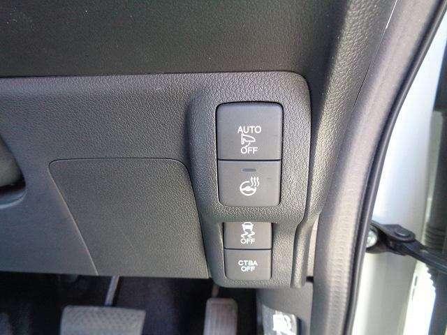 ステアリングヒーター付きで、スイッチをONにするとハンドルが暖かくなります(^^)
