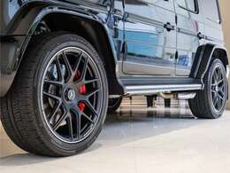 AMGホイール(約150万)など豊富なオプションがG63のスタイリングを更に引き立たせています。