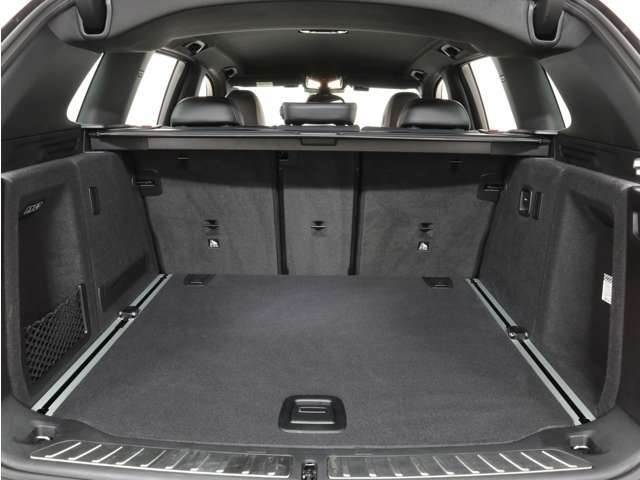 シートアレンジによって、トランクの使い方の幅が広がります。