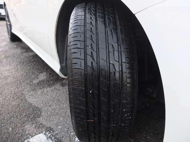 タイヤは4本共にブリヂストン製です!残溝も約8分御座います。
