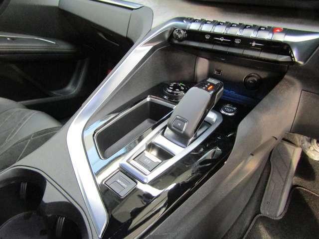 とても運転しやすい配置になっております♪スムーズに操作ができるレイアウト!