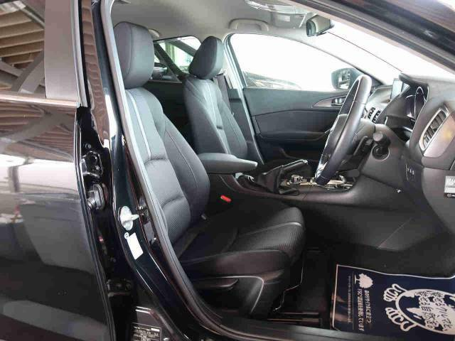 高級感たっぷりの「ブラックファブリックシート」!!汚れが目立ちにくく、さらに高級感を与えてくれるので、優雅にドライブをお楽しみいただけます♪座り心地もバッチリです☆是非一度ご体感下さいませ!!