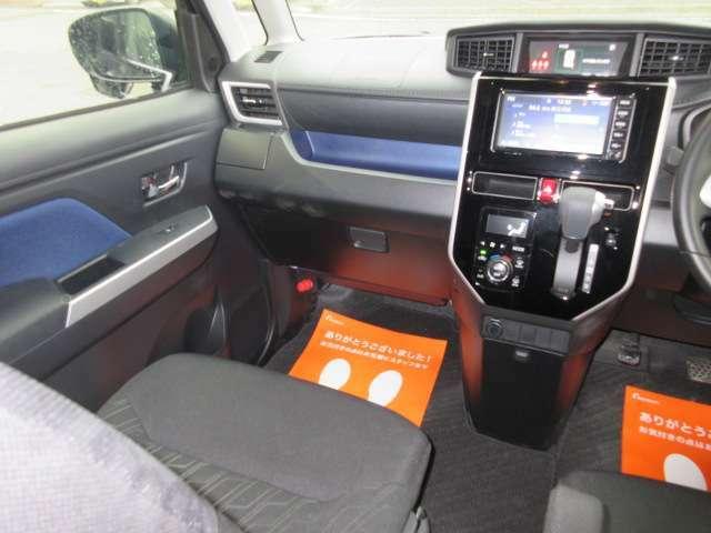 セパレートシート&アームレスト! コラムATなので足元も広々としているので運転される方や助手席に座られる方も広くてゆったりとしたスペースなので疲れないですよね☆☆