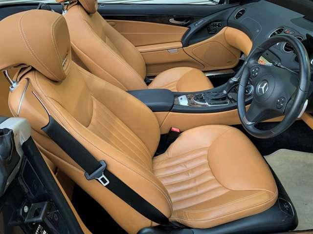 ハンドルやシートには座り心地が良いシートでより一層ベンツの高級感を味わいながらドライブが楽しめます。ハンドルを握った感覚とシートの座った感触はまさにベンツオーナーだけに許された特別な空間ですよ。