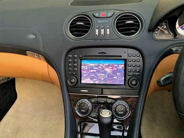運転席から操作するセンターコンソールや空調・ナビなどのコントロール系もブラックで落ち着いた高級感のあるデザイン。