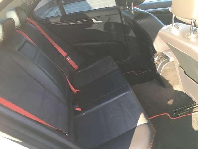 ハーフレザーで、滑らなくて座りやすいですよ♪運転席&助手席パワーシートです!!