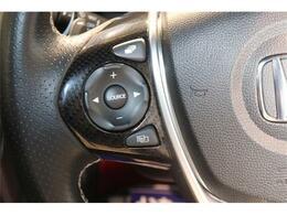 ハンドルから手を離さず各種操作を行えるステアリングスイッチ装備です。オーディオナビ等に視線を移さず操作できますので安全性も高まりますよ☆